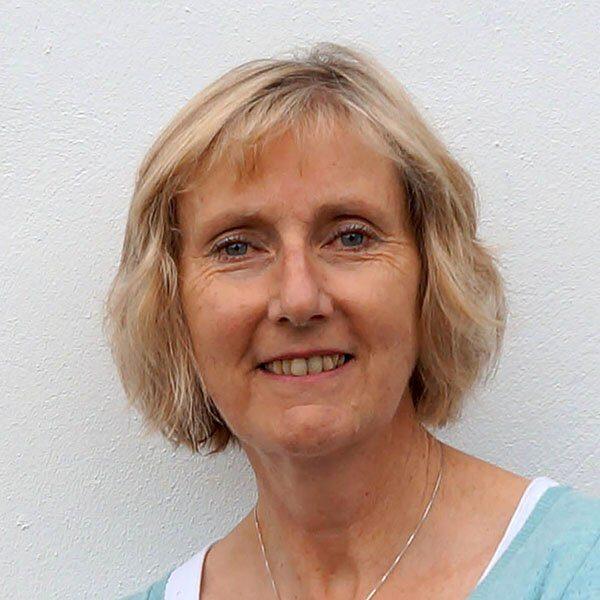 Karen Lloyd Headshot - Kendal Poetry Festival 2020 Poet