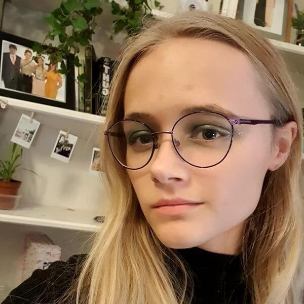 Lauren Hollingsworth-Smith profile photo for Kendal Poetry Festival 2021